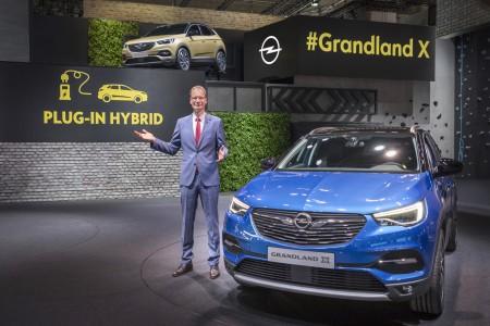 Grandland X bo Oplov prvi hibrid