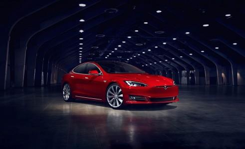 Tesla Model S uspešnejša kot nemški konkurenti