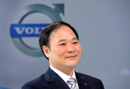 Direktor Geelyja postal največji delničar Daimlerja