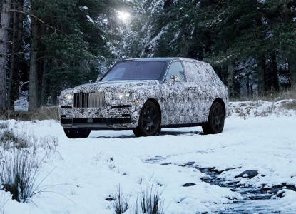 Vpogled v Rolls-Roycevega SUV-ja