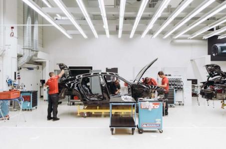 Uvid v Porschejevega električnega Mission E