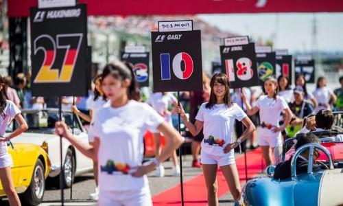 Grid dekleta ostajajo v Formuli 1
