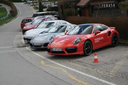 Karavana elitnih Porschejev