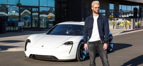 Adam Levine preizkusi Porschejev Mission E