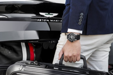 Dovršena ura izpod rok Aston Martina