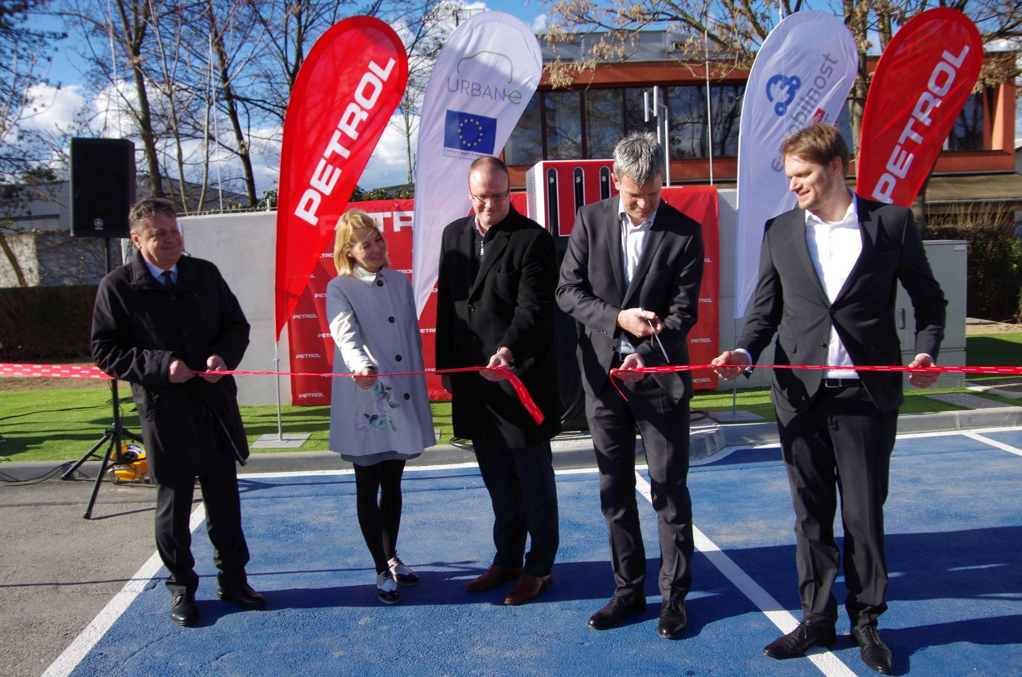 Prerez otvoritvenega traku (Zoran Janković, Tjaša Ficko, Blaž Pongarčič, Tomaž Berločnik, Miha Valentinčič)