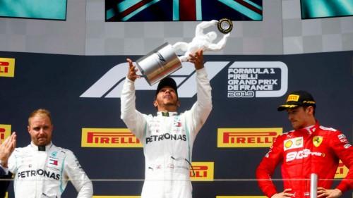 Hamilton rutinirano do zmage v Franciji