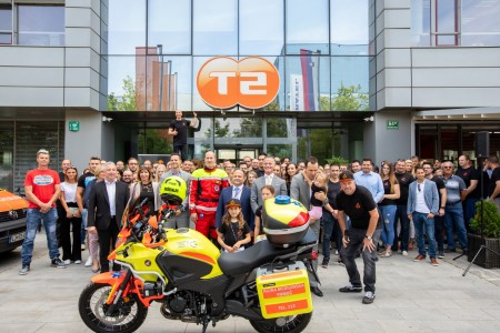 T-2 ljubljanskim reševalcem podaril novo motorno kolo