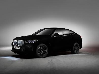 Spektakularni X6, odet v posebno črnino