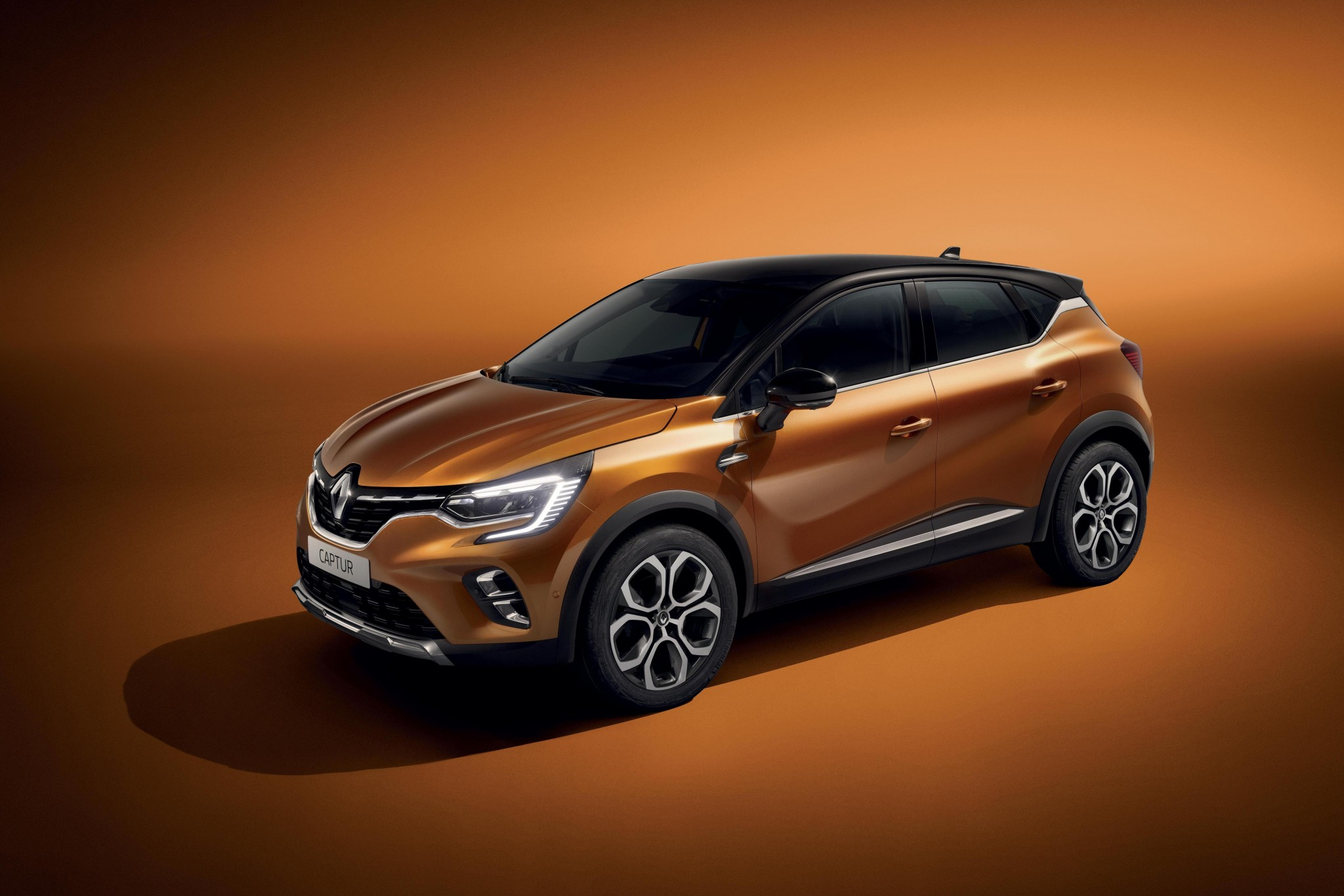 21231493_2019_-_New_Renault_CAPTUR
