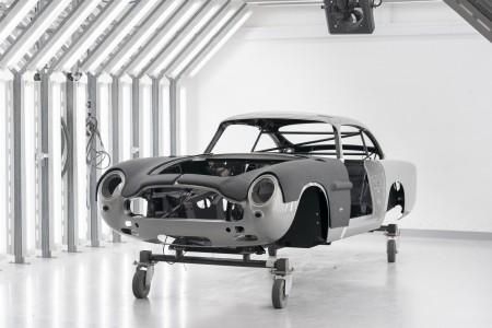 Aston Martinov retro DB5