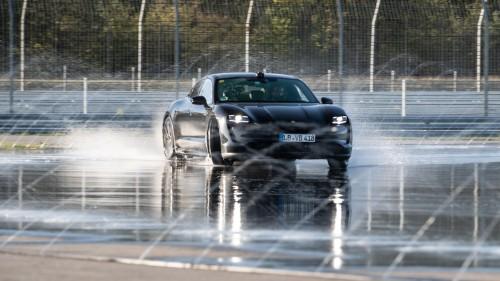 Porsche zadriftal v Guinnessovo knjigo rekordov