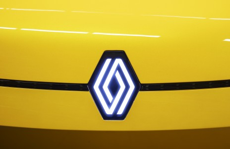 Renault spremenil svoj logotip