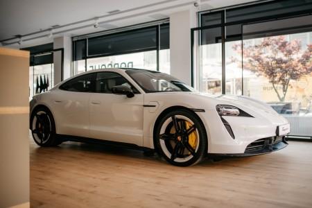 Porsche odprl nov salon v Ljubljani