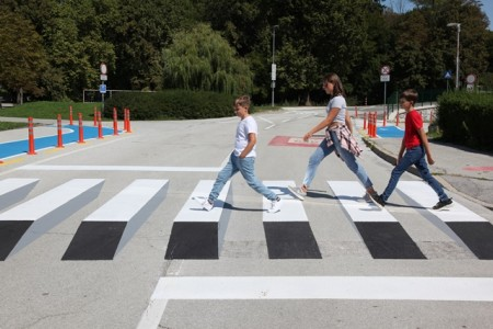Generali z inovativnimi 3D-zebrami poskrbel za varnost otrok